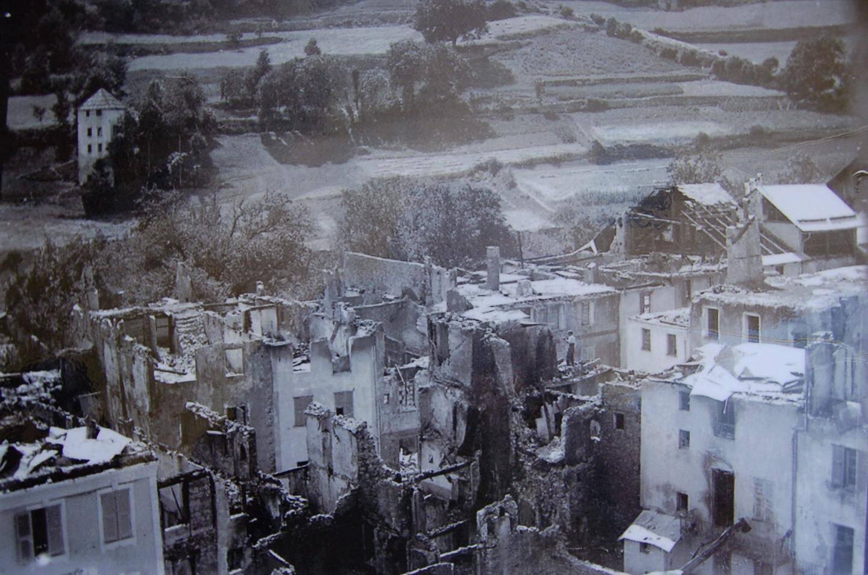 En 1929, la moitié du cœur de Saint-Étienne-de-Tinée a été détruite par un incendie accidentel. Le village a pu se reconstruire grâce à la solidarité de nombreuses communes de France.