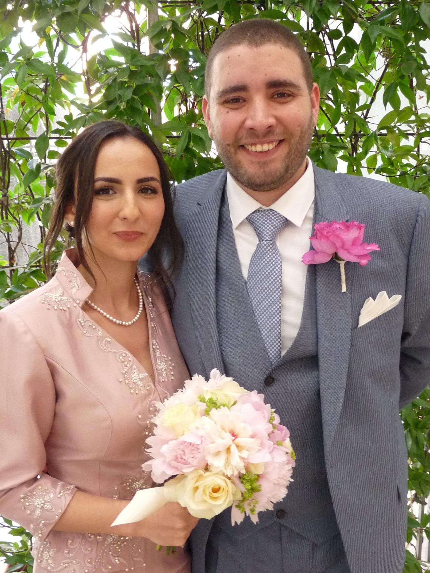 Abir Rehailia, opérations manager, et Skander Maalem, consultant chargé d'affaires.