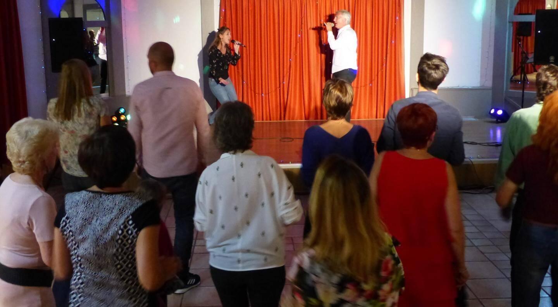 En solo ou en duo, les élèves ont chanté et fait danser toute la soirée.