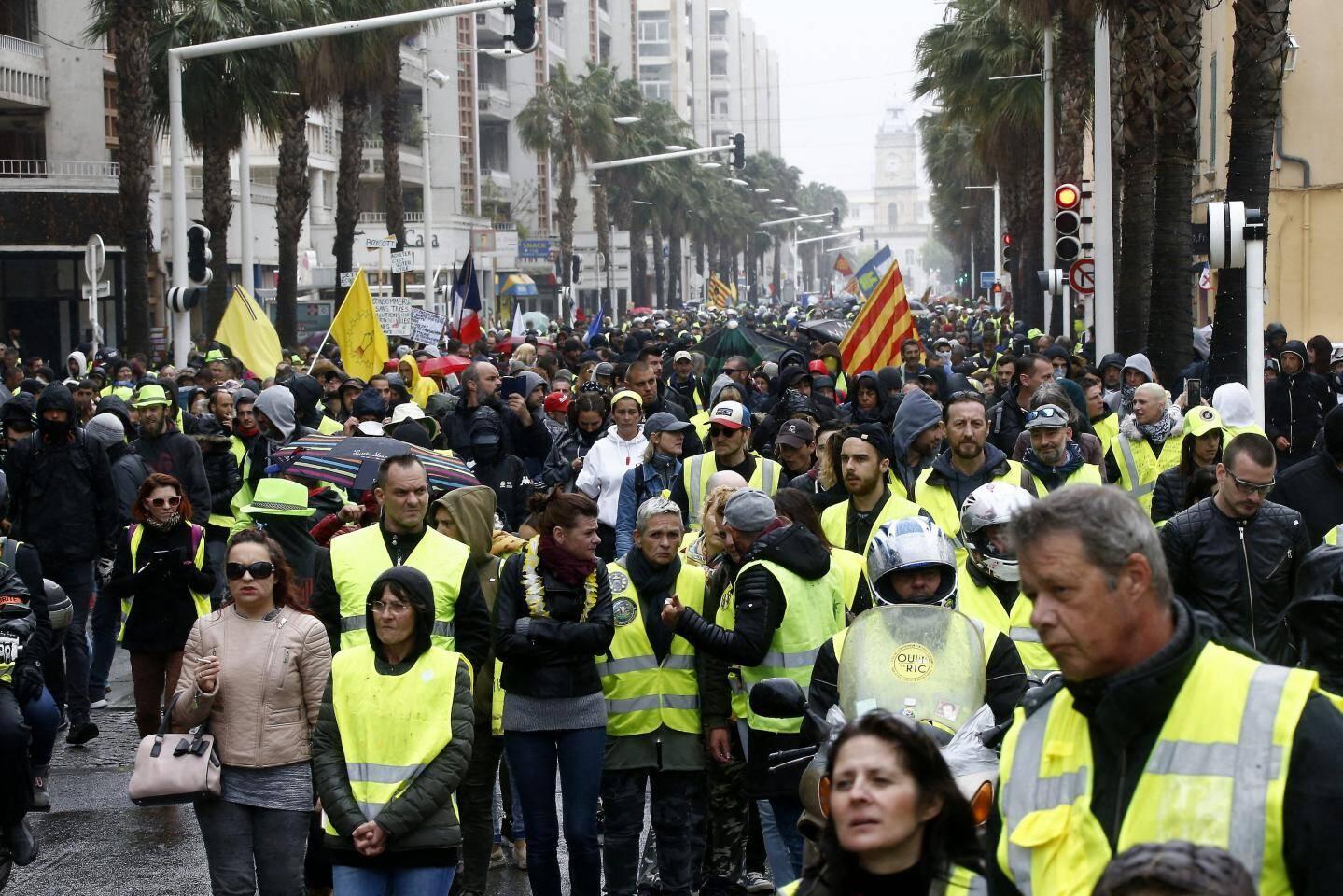 La descente de l'avenue de la République à Toulon.