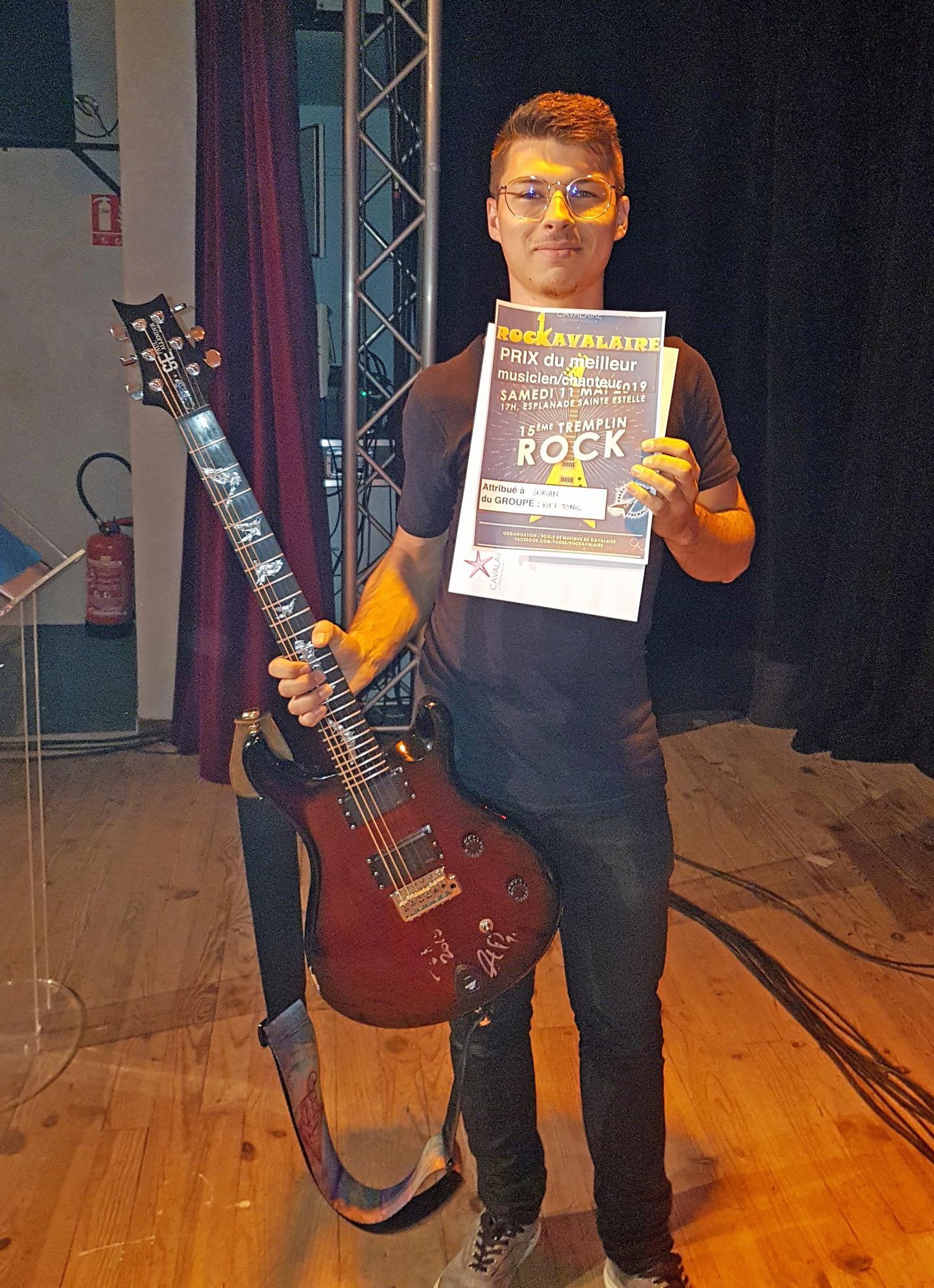 Dorian Gomis, de Riff Tonic, remporte le titre de meilleur musicien.
