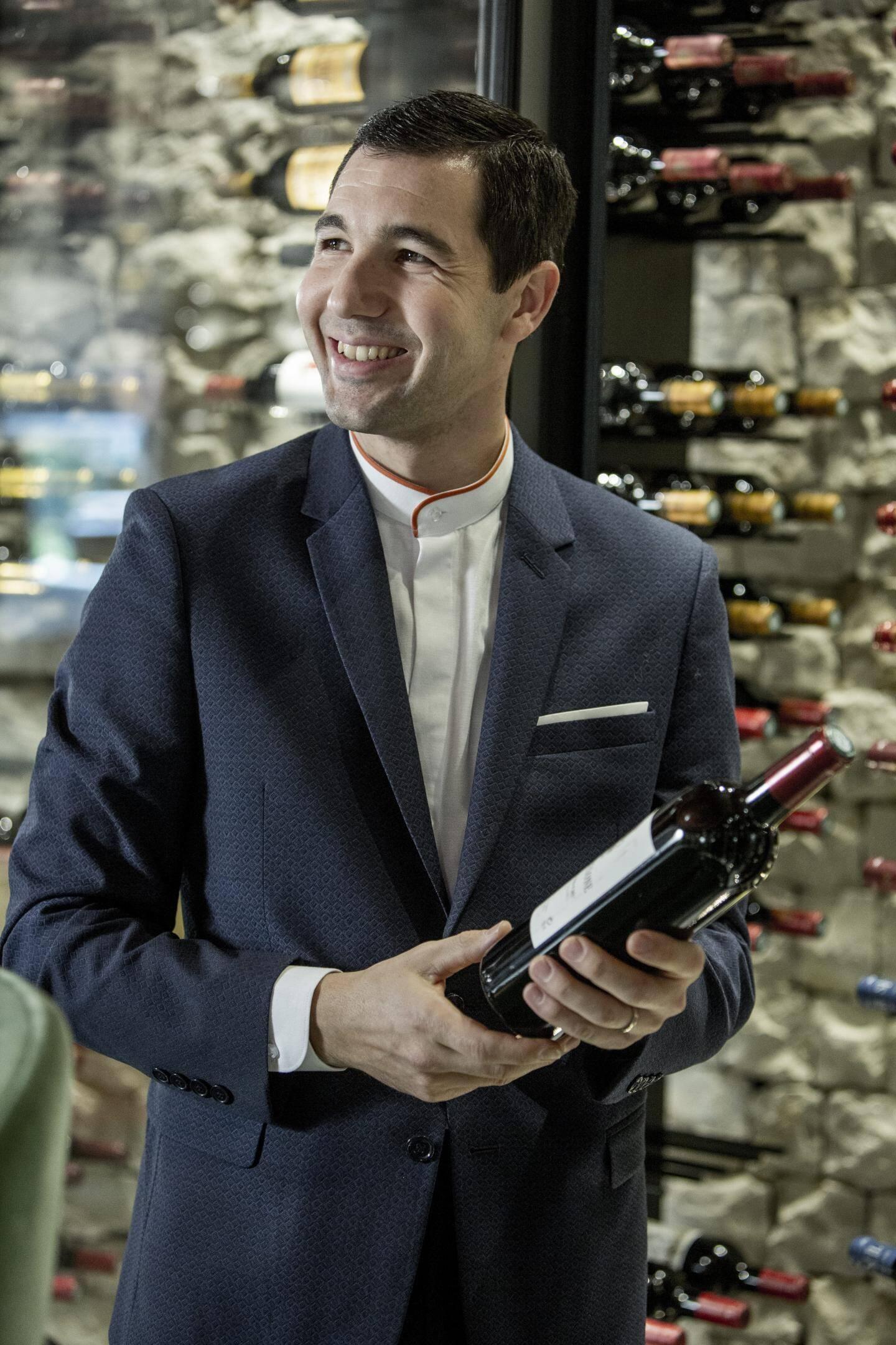 Mathias Negro, chef sommelier d'OMER, le nouveau restaurant d'Alain Ducasse.