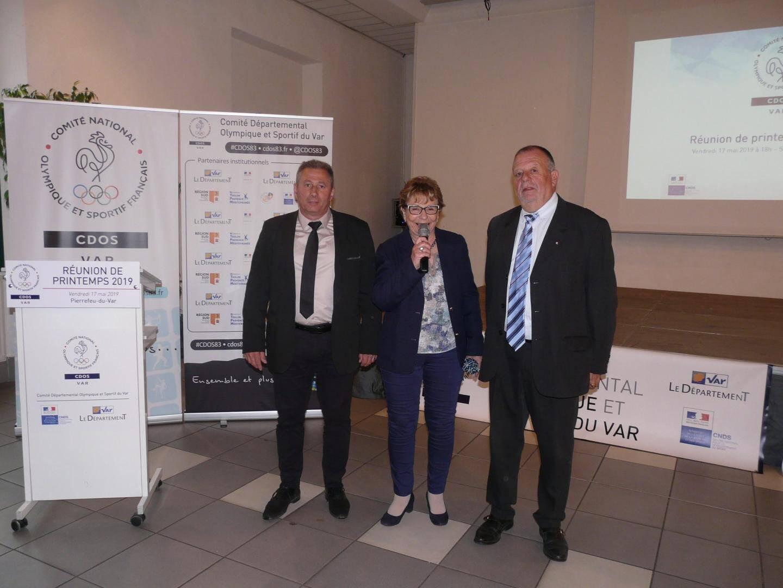 Lucienne Roques entourée du maire Patrick Martinelli et de l'adjoint aux sports Marc Benintendi.