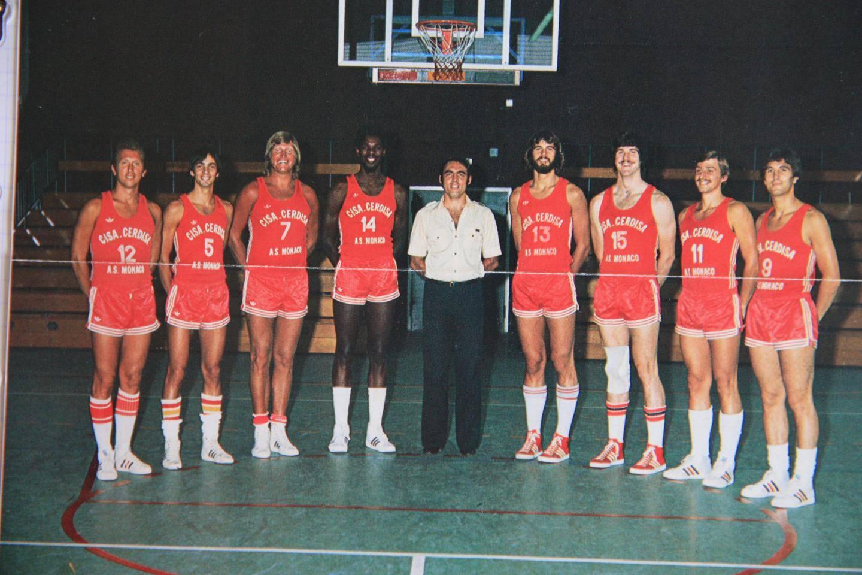 L'équipe 77/78, de g. à d. : Bessone, Gouaux, Sirany, Stewart, Berti (entraîneur), Brosterhous, Engels, Tupet, Zuttion.