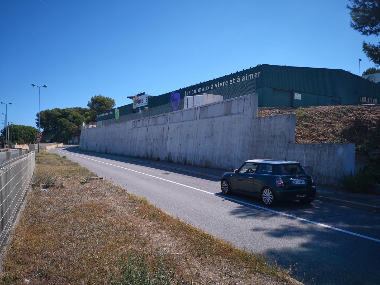 C'est ce mur gris et fade de l'allée des Terriers que les deux artsites belges du groupe Hell'O collective, Jérôme Meynen et Antoine Detaille, vont «habiller» durant le seconde quinzaine du mois de juin.
