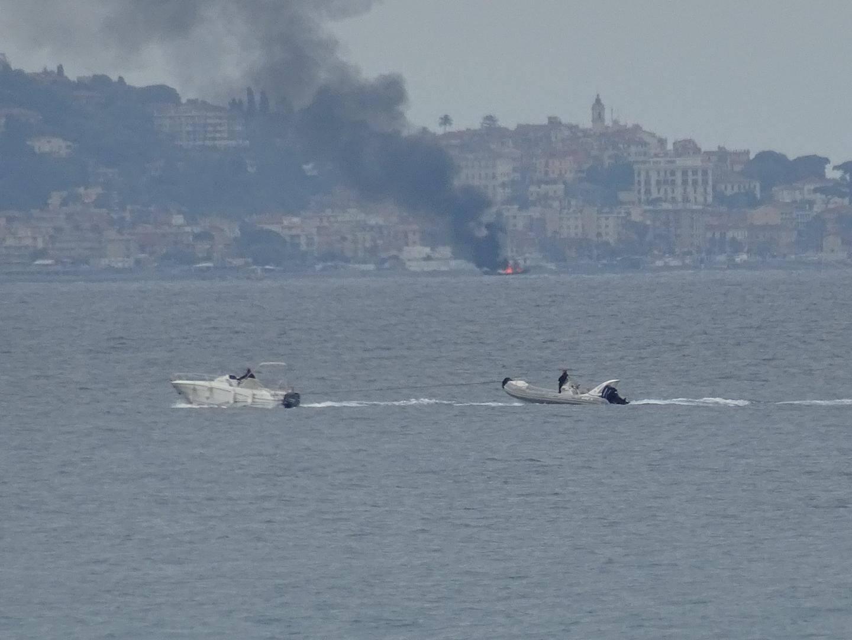 """Selon le site Internet italien """" Riviera24.it"""", l'incendie serait partie d'une défaillance du moteur."""