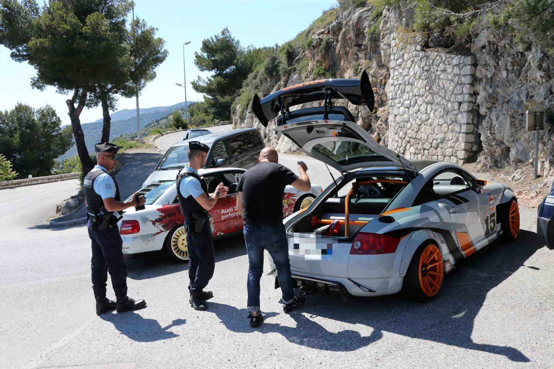 Des conducteurs de supercars contrôlés sur la route de la Turbie.
