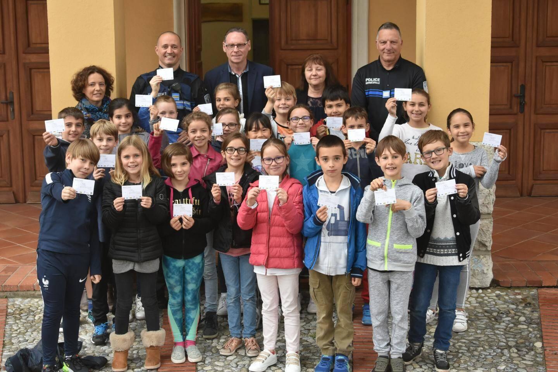 Tous les élèves de CE2 de La Turbie ont réussi leur examen et gagné leur « permis piéton ».