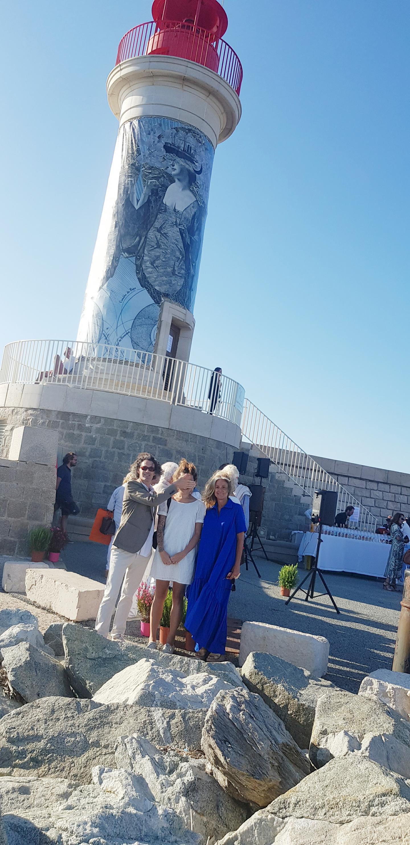 Cyril Gouyette, Madame et Agnes Bouquet devant le phare.