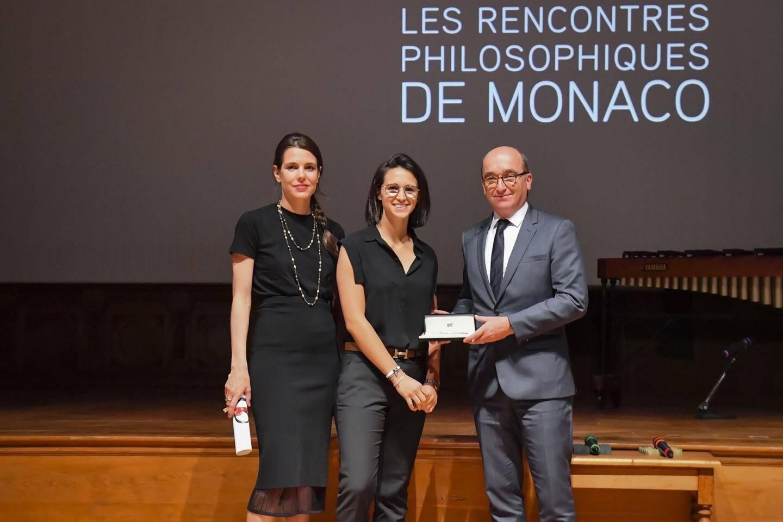 Charlotte Casiraghi, la lauréate du Prix lycéen Emma Pallanca et Jean-Sébastien Gérondeau, le directeur général de Montblanc France.