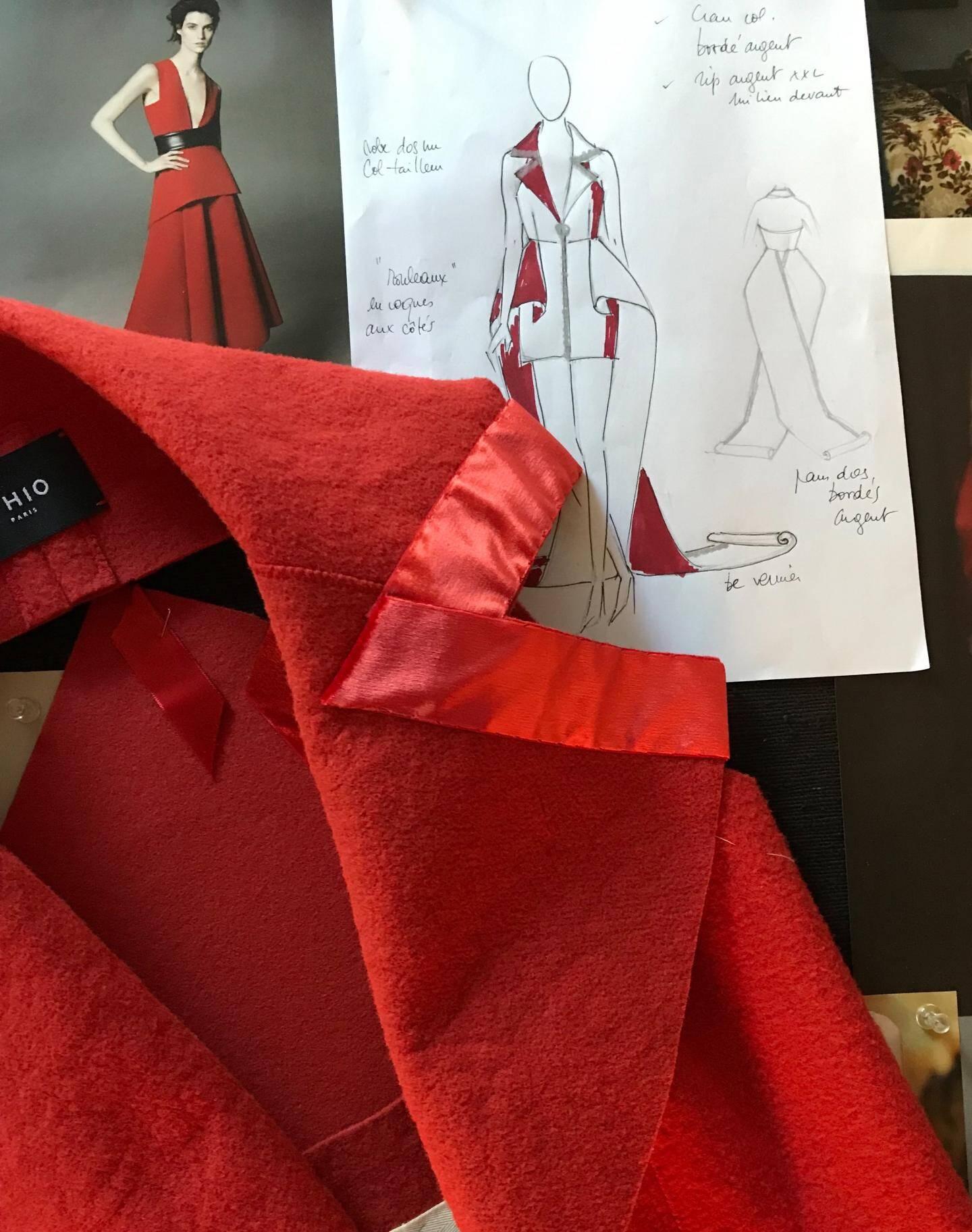 Dessinée pour concilier le glamour cannois et les codes d'un tailleur pour femme, la red carpet dress est un prototype unique qu a fait sensation, sur les marches du Palais.