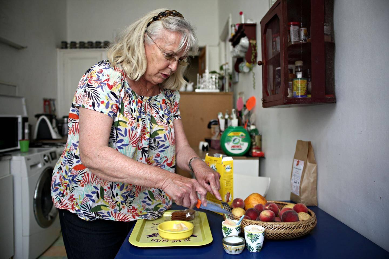 Le plateau-goûter est préparé sur-mesure pour Yvette.