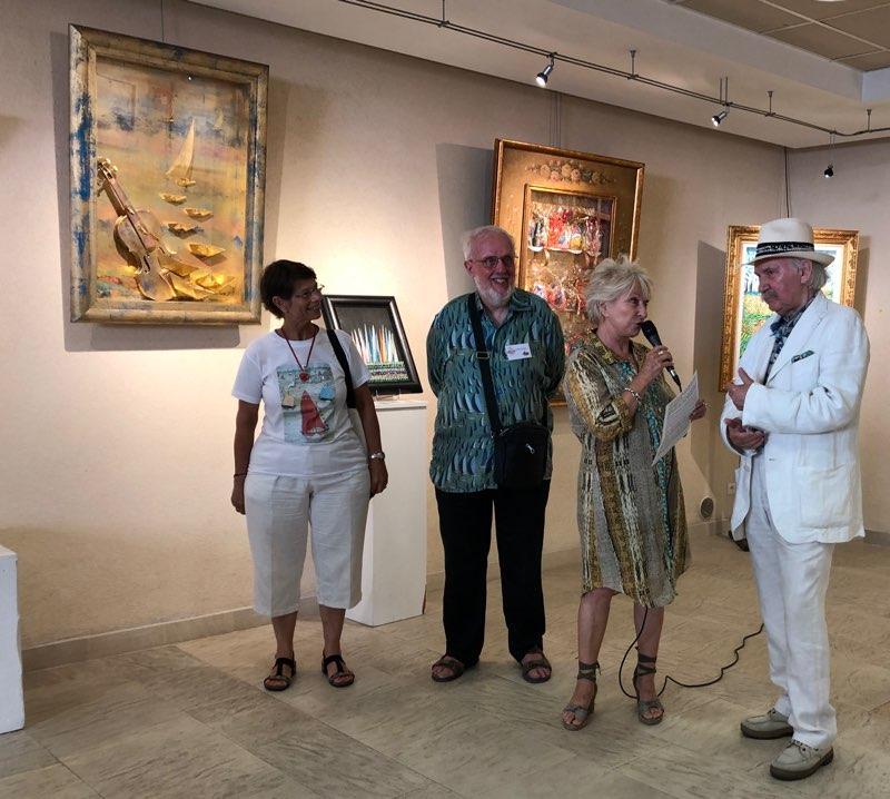 Ivan Hor, accueilli par Danielle Mittelman au Garage. Ici avec Christian salin président des amis en Hor et son épouse Sylvie.
