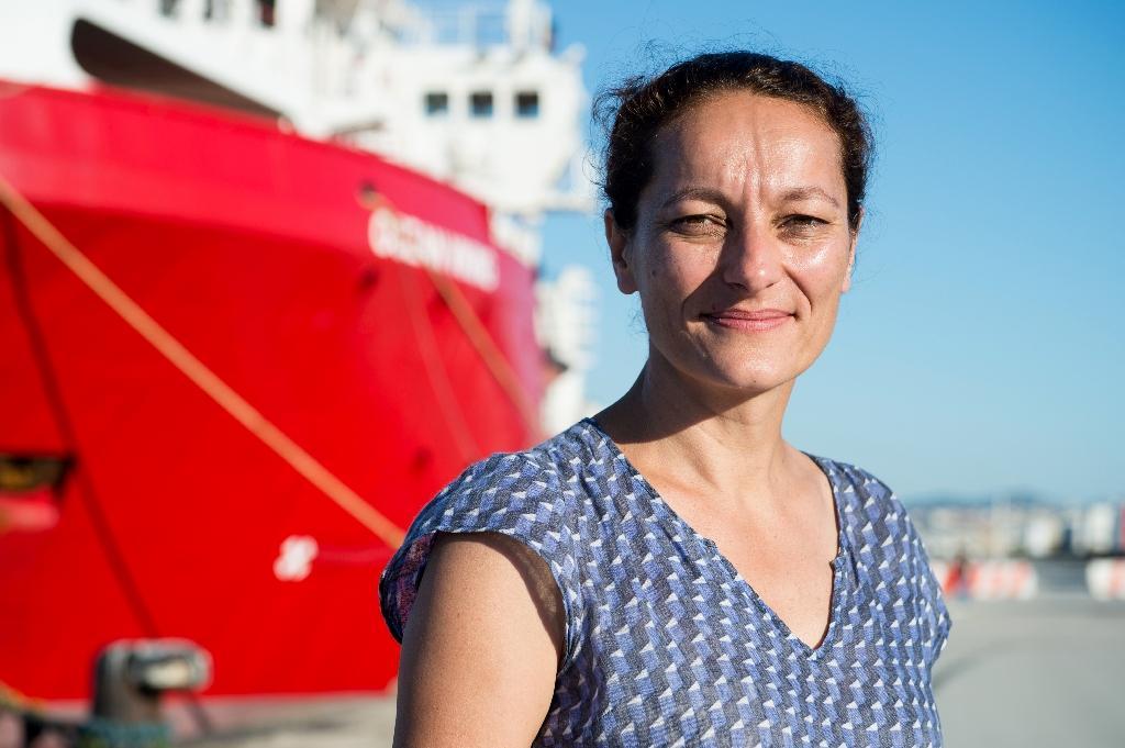 Sophie Beau, la responsable de SOS Mediterranee devant l'Ocean Viking à Marseille le 29 juillet 2019