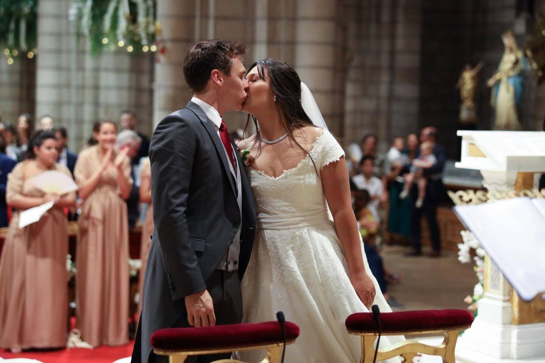 Peu après 15heures hier à la cathédrale, les mariés viennent d'échanger leurs consentements.