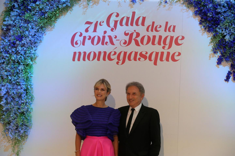 Duo inédit de la soirée : l'actrice Karin Viard et l'inoxydable Michel Drucker.