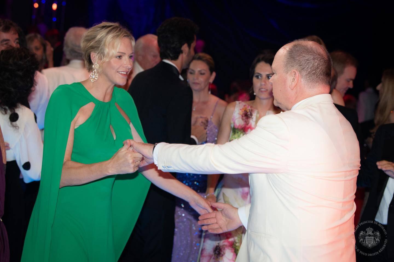 En ouvrant le bal sur un air country, le couple princier, vendredi soir, a donné le tempo de la soirée.