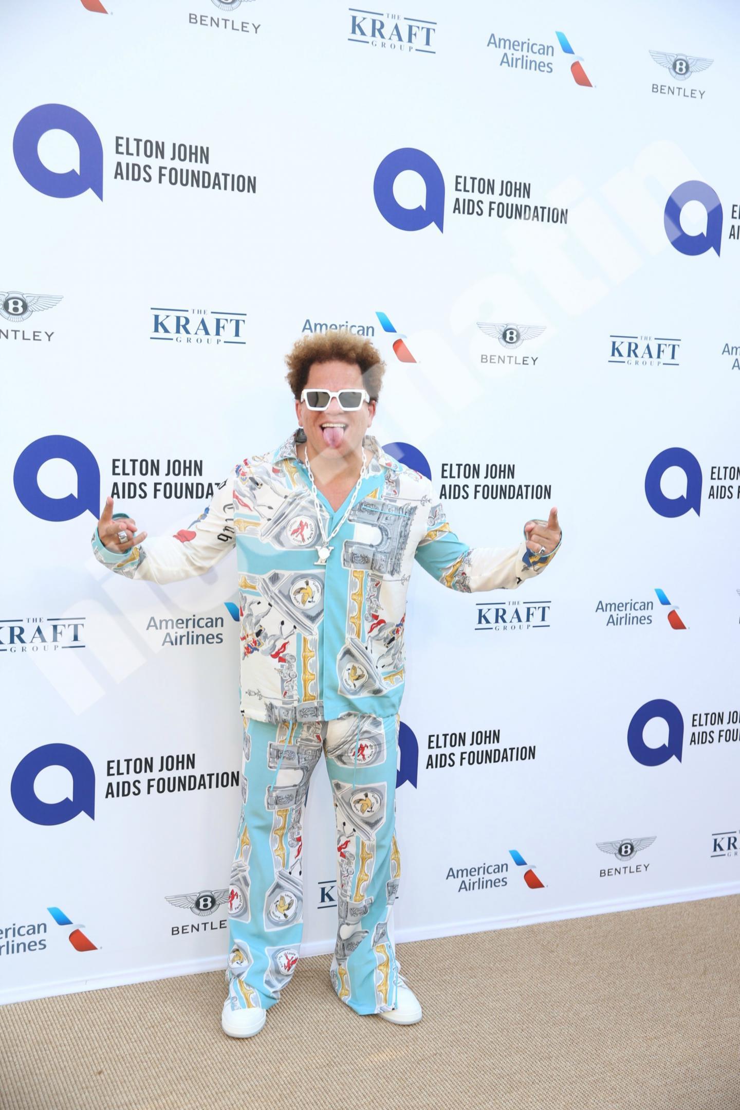 L'artiste Romero Britto, super populaire au Royaume-Uni. Il avait déjà signé une édition de 70 exemplaires pour les 70 ans d'Elton John, au profit de sa fondation.