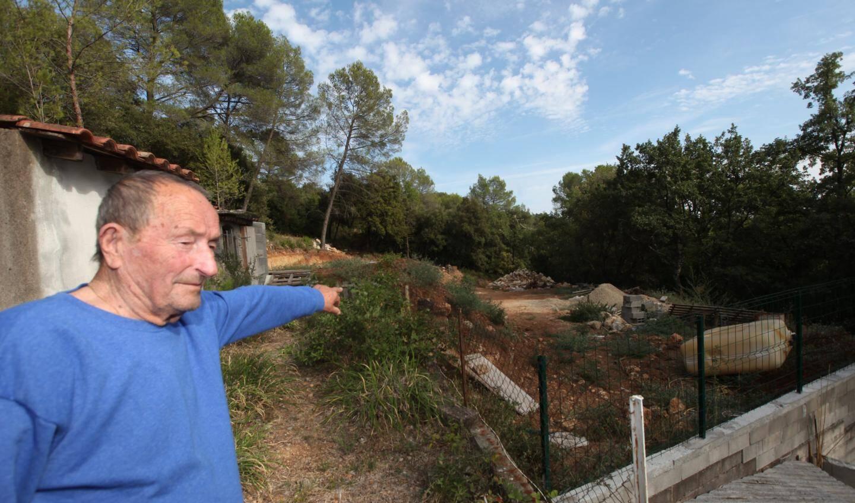 Renato Nicolaï dit avoir vu un ovni dans son jardin.