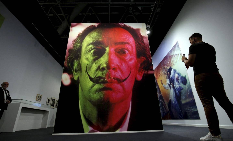En 1938, Salvador Dali peint, à quelques encablures de Monaco, la toile Violettes impériales, l'un de ses chefs-d'œuvre dont l'atmosphère angoissante est vue comme une prémonition de la Seconde Guerre mondiale. En compagnie de sa muse, Gala, il séjourne alors dans la villa de Coco Chanel à Roquebrune.