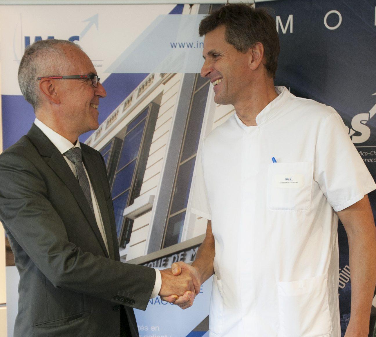 Le Dr Stéphane Bermon, médecin du sport à l'IM2S et Umberto Langellotti, président de la Fédération monégasque de cyclisme (FMC), ont signé une convention.(DR)