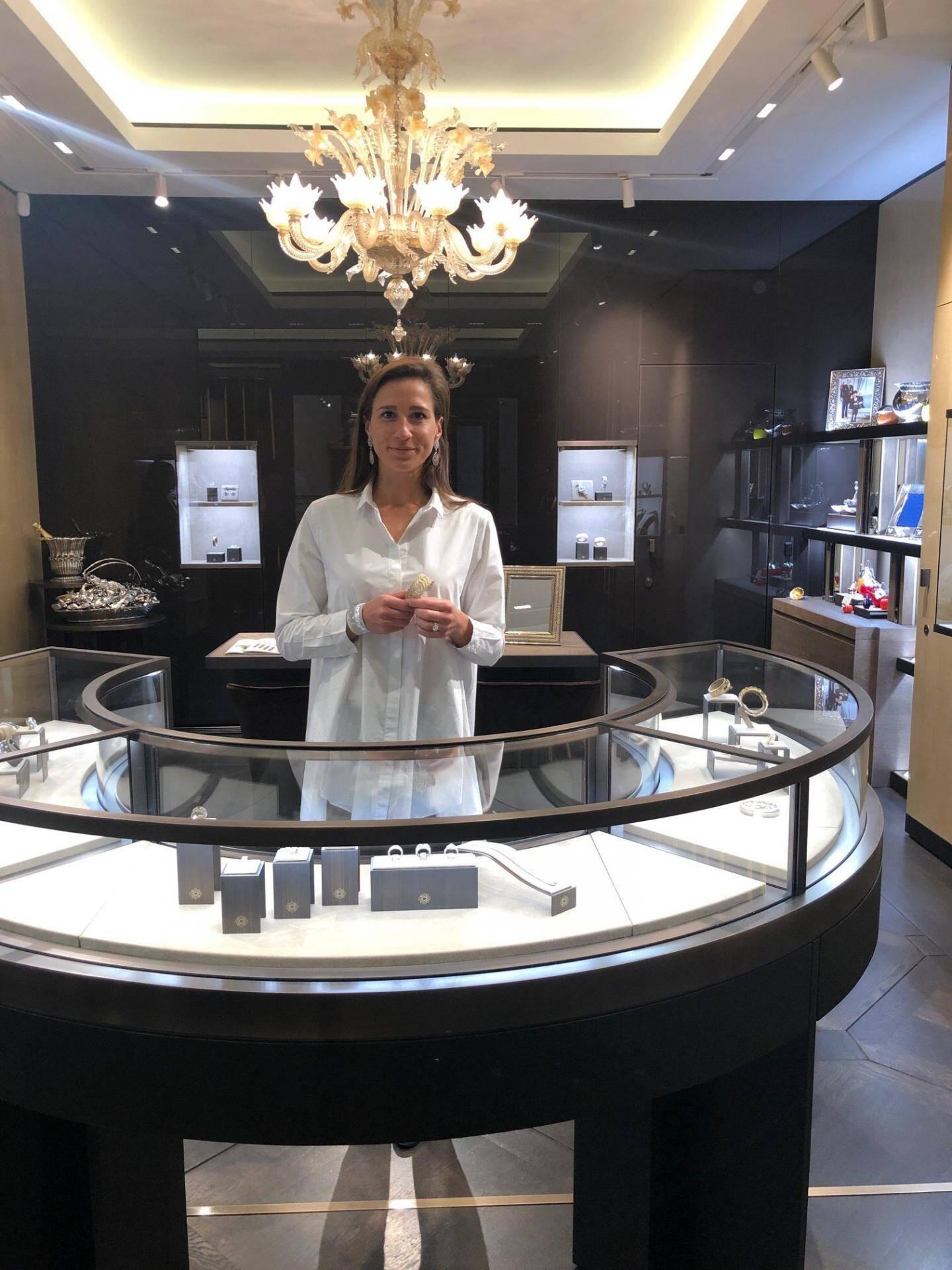 Élodie Picard, responsable de la boutique Buccelatti de l'Hôtel de Paris.