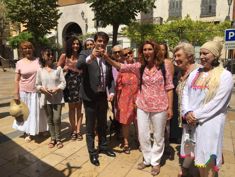 Lors de la remise des clés en juin du maire Jérôme Viaud à Adèle Malerba.