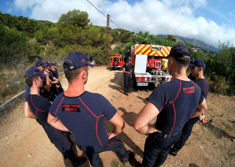 Chef de garde incendie, le sergent-chef Fabrice Grillet distille ses consignes de sécurité.