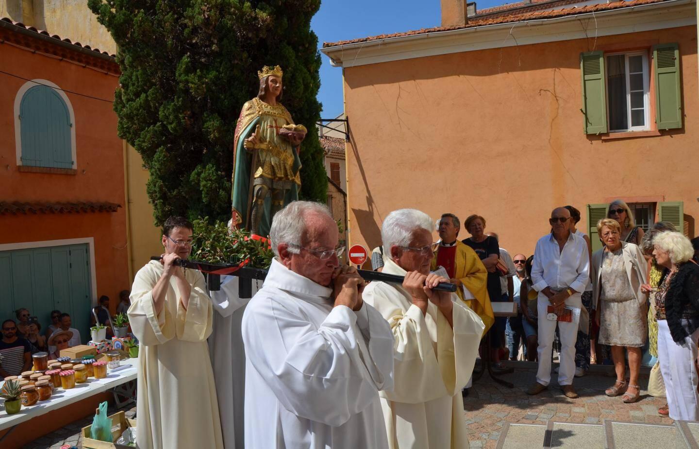 Le buste de Saint-Louis a déambulé dans le village.