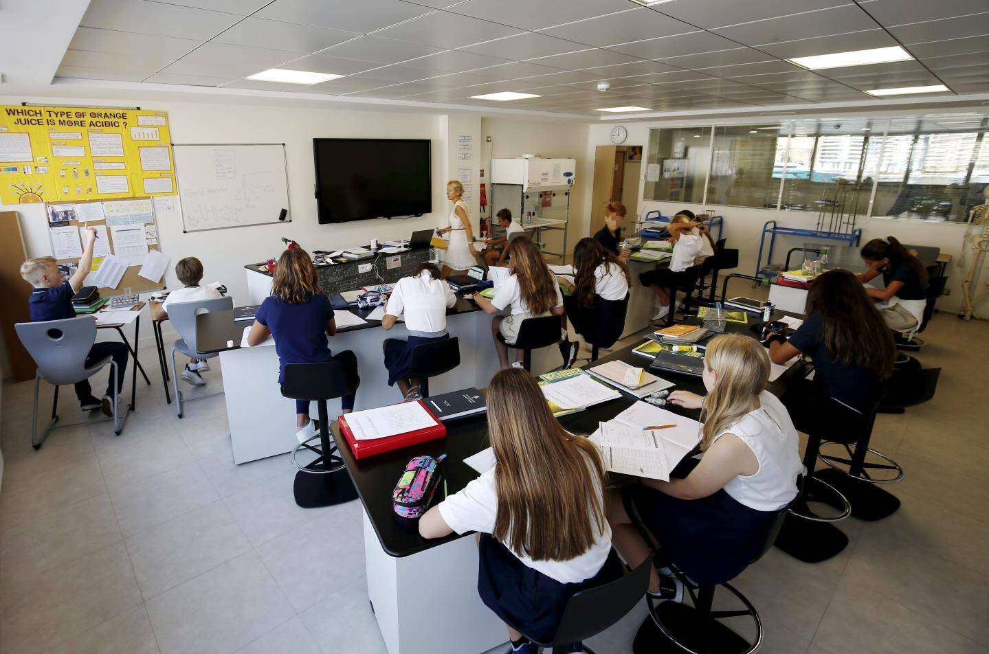 En salle de sciences, hier matin, les élèves entamaient leur troisième journée de cours.