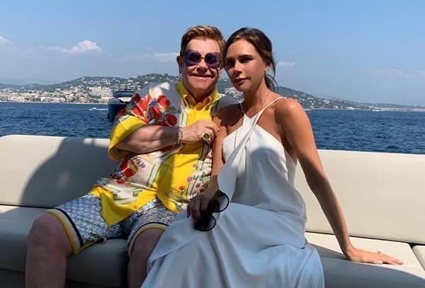 Victoria Beckham et Elton John.