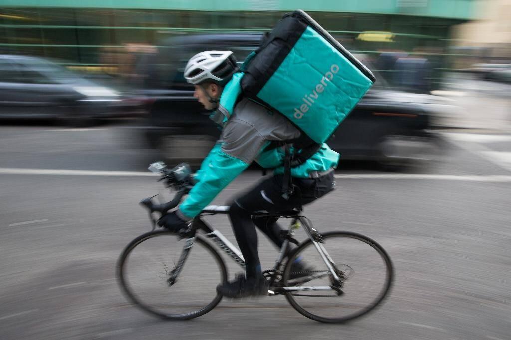La nouvelle grille tarifaire entraîne, selon les livreurs à vélo de Deliveroo, une baisse de leur rémunération et une déterioration de leurs conditions de travail