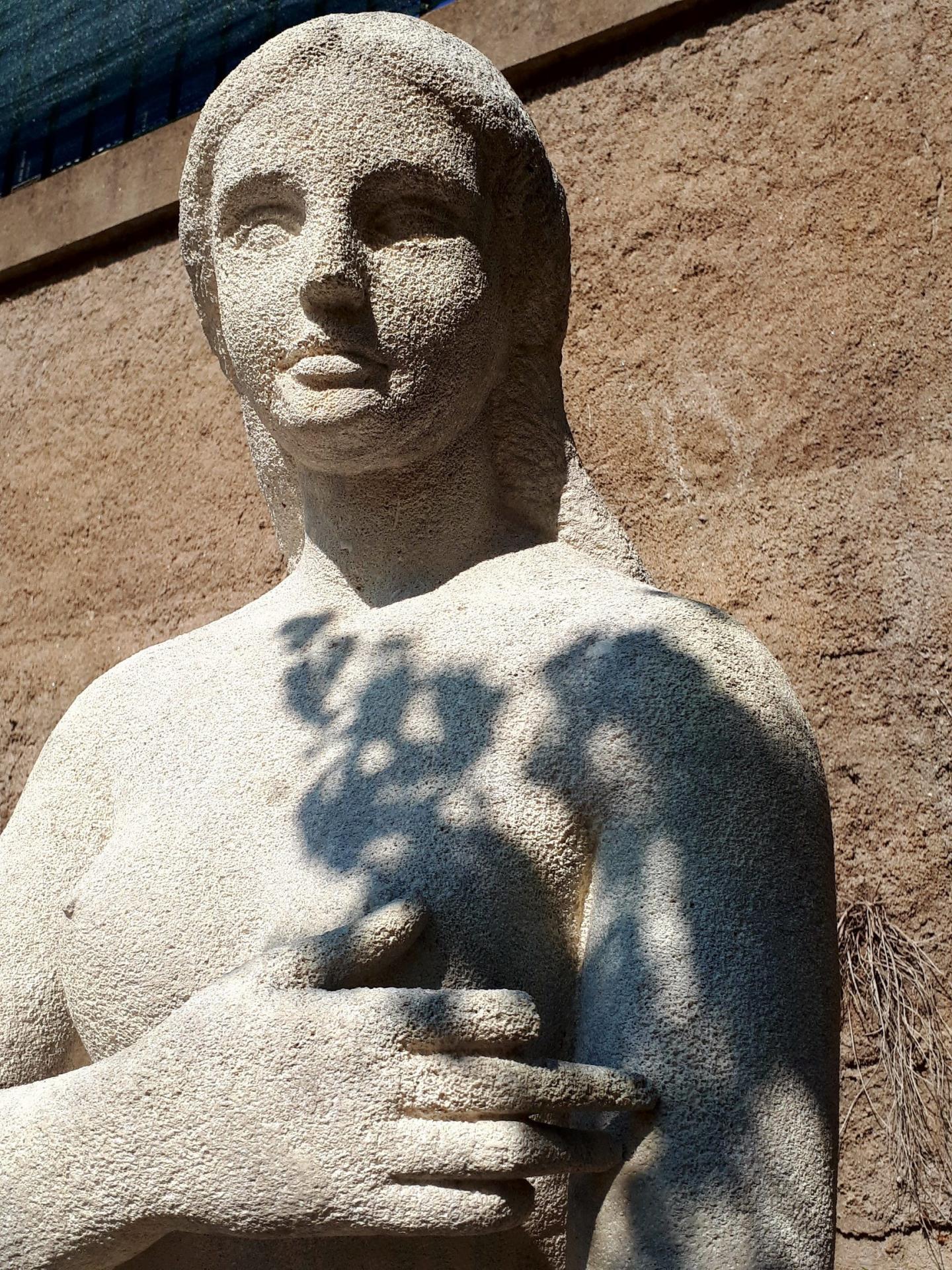 Les sculptures installées au Parc Huassmann ont été détériorées.
