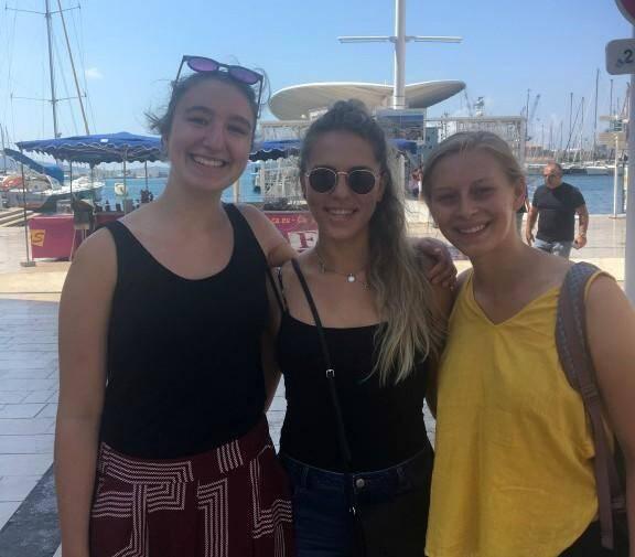 Chiara, Rhylee et Emma, des étudiantes américaines et italiennes.