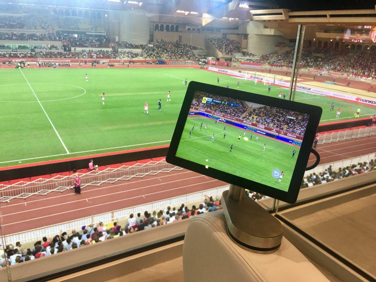 Sur la tablette plusieurs options possibles : «Live Match», la télévision ou des capsules «Légendes».