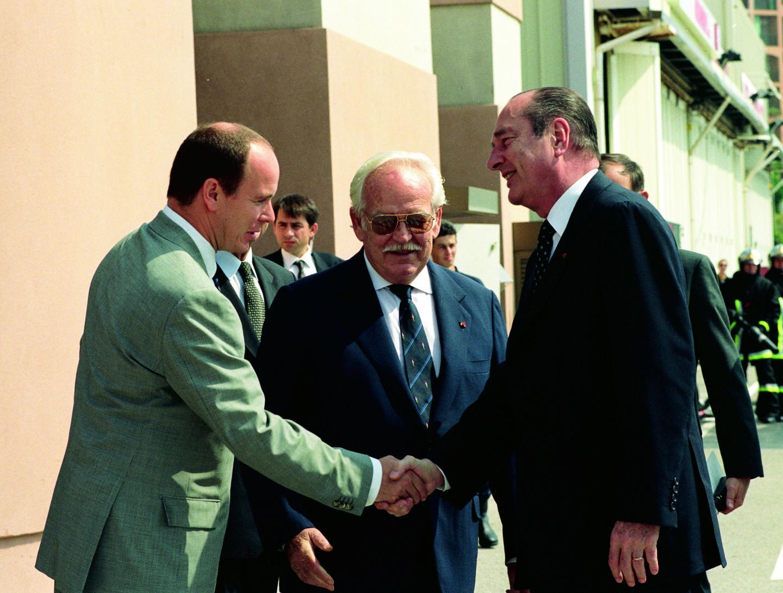 Le prince Rainier III et son fils accueillant le président de la République française, Jacques Chirac, le 25 juillet 1997.