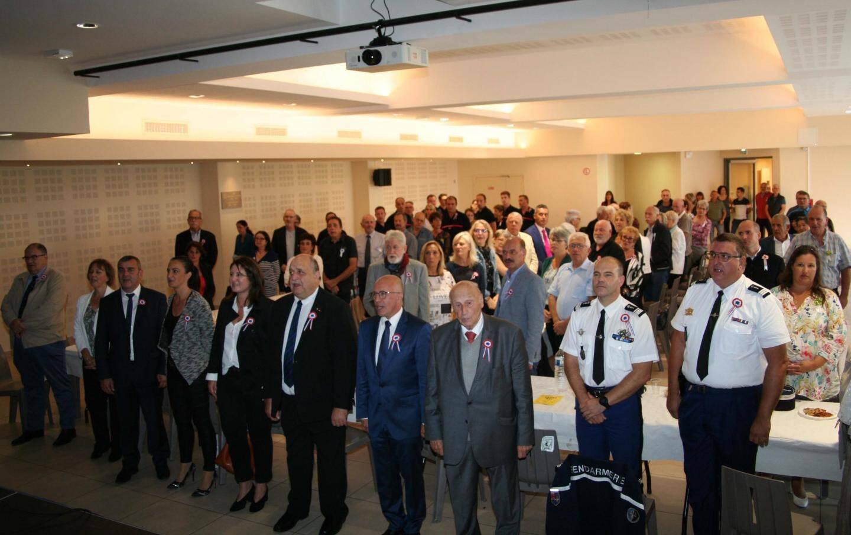 Le maire, Jean-François Spinelli, au centre de notre photo, entourés par ses nombreux amis dont Éric Ciotti.