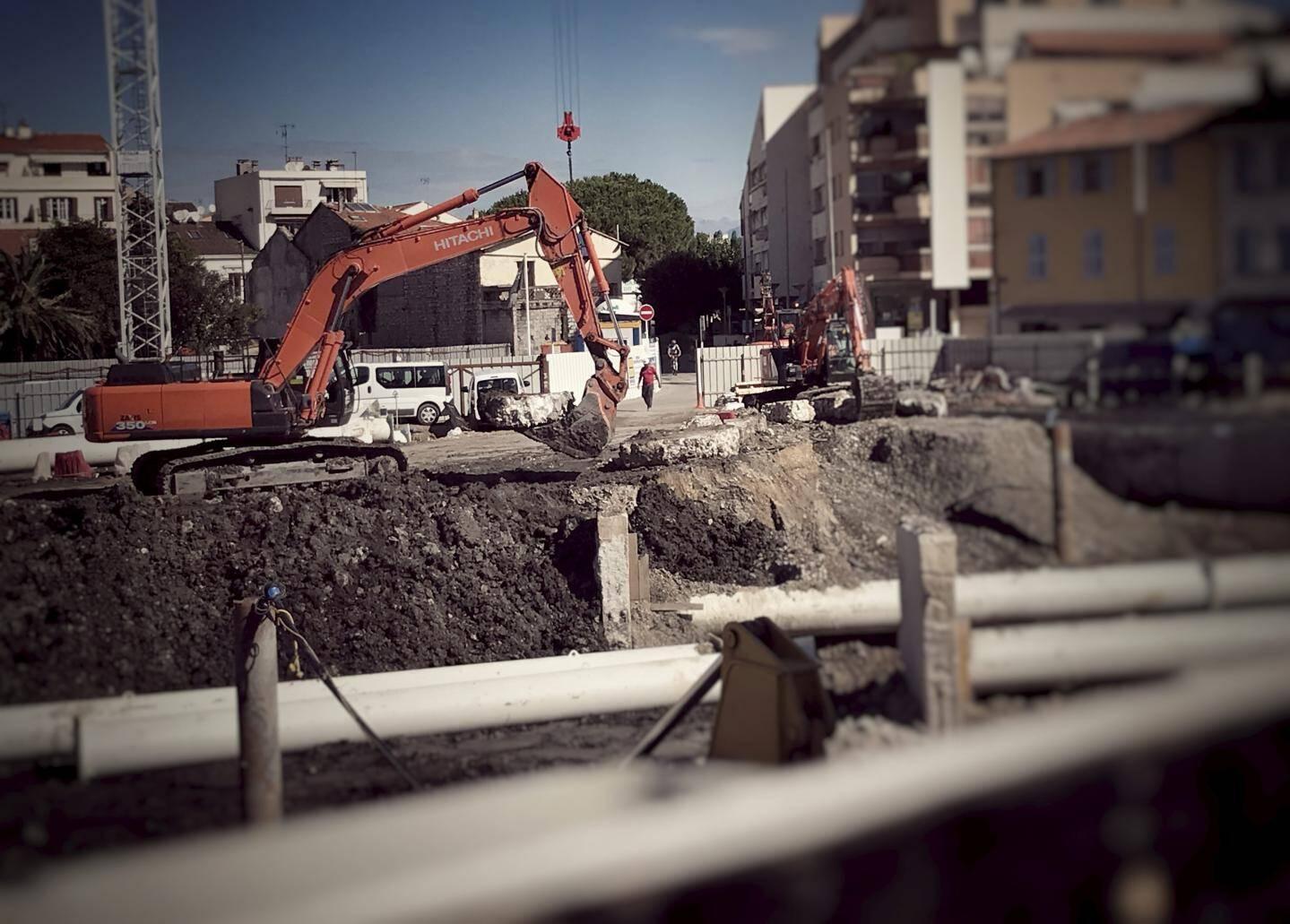 Les engins de chantier devraient encore occuper le terrain durant un an et demi.