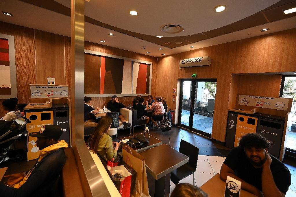 Des clients attablés dans un restaurant McDonald's de Strasbourg le 13 septembre 2019