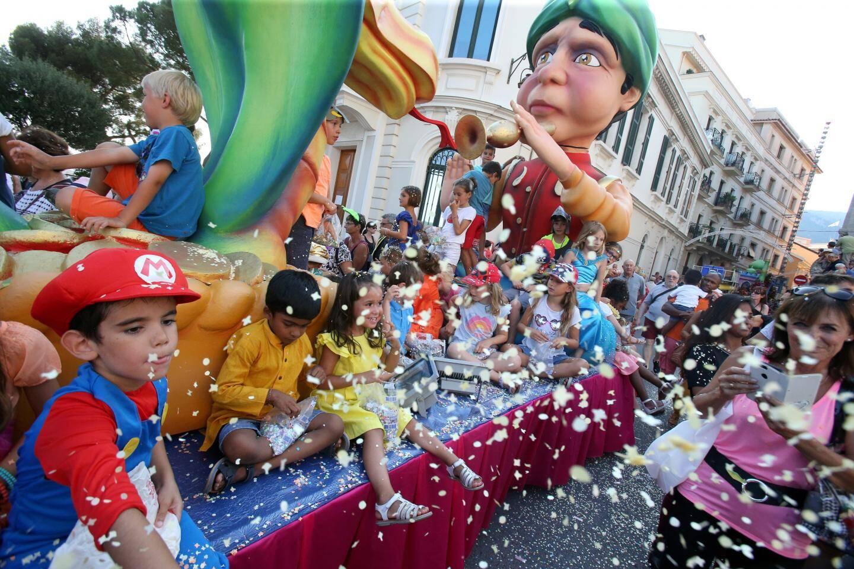 U Sciaratu, le carnaval estival du Rocher. Au bonheur des enfants.