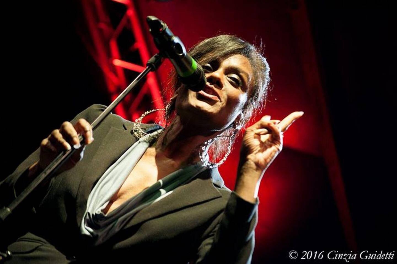 Denia Ridley, pour la partie musique, en concert.
