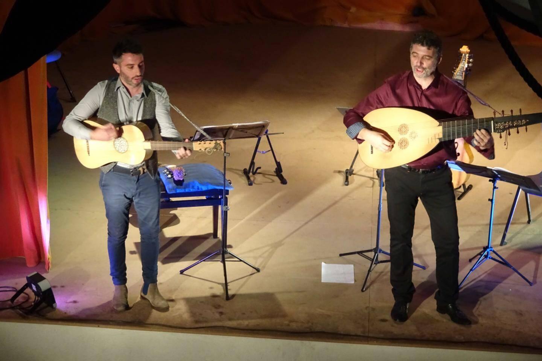 Le duo Faenza a repris la tradition du « chant sur l'instrument »  Les jeunes chanteurs lyriques ont montré leur talent naissant.