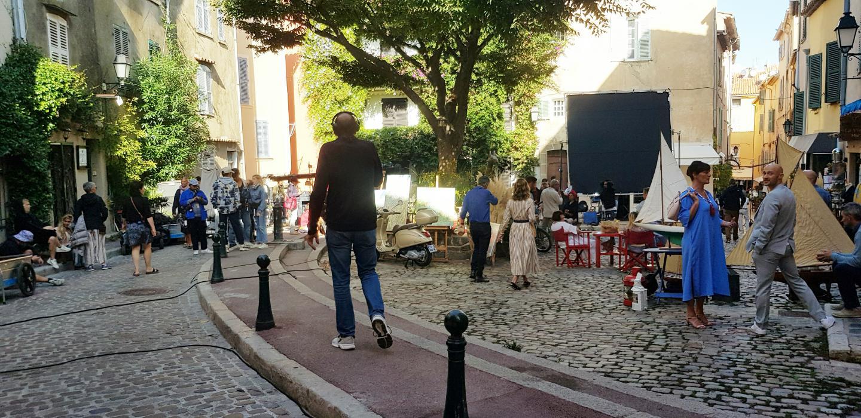 Depuis quelques jours, la place de l'Ormeau est transformée en plateau de tournage.