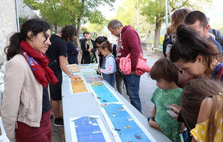 Des jeux pédagogiques ont captivé l'attention des enfants.