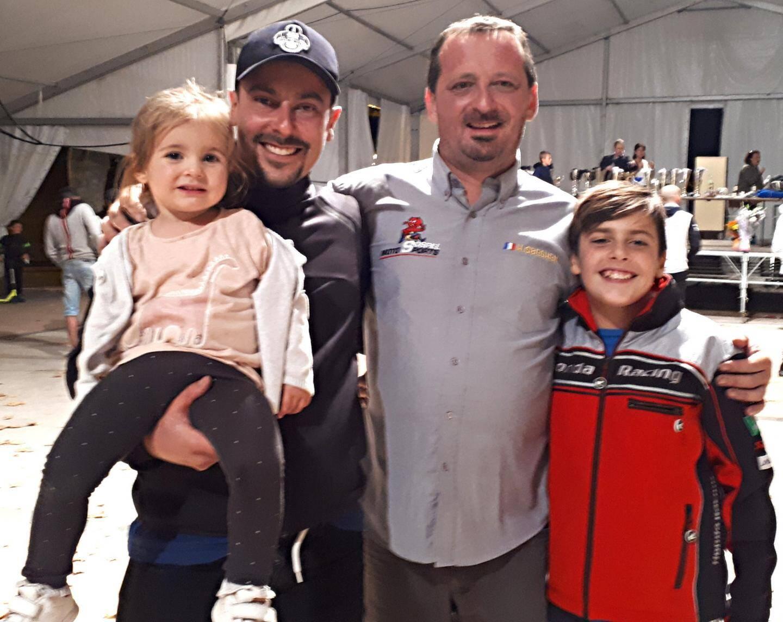 Le champion qui espère ne pas être « recalé », Chris Tosello et sa petite fille, aux côtés du Sospellois Hubert Sbeghen et de son fils Romain, qui lui est bel et bien le champion Junior officiel du championnat de la montagne.