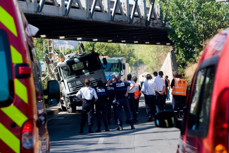 En 2008, en 2012 ou encore en 2017, des chauffeurs de poids lourds ont mal évalué la hauteur du pont et sont venus s'encastrer avec leur engin. La structure, le tablier et les fondations ont ainsi été endommagés à plusieurs reprises.