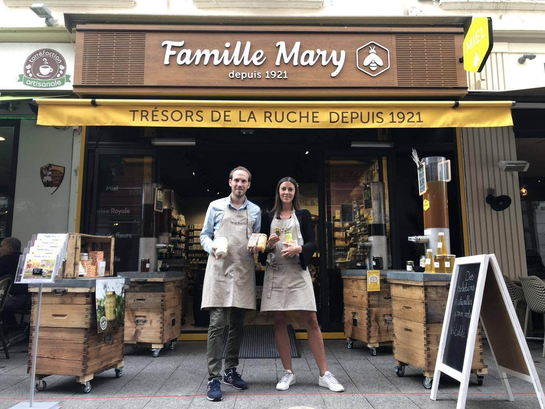 Dans la boutique rue Hoche, une cinquantaine de saveurs sont à découvrir, mais aussi de nombreux produits à base de miel : cosmétiques, confitures, vinaigre...
