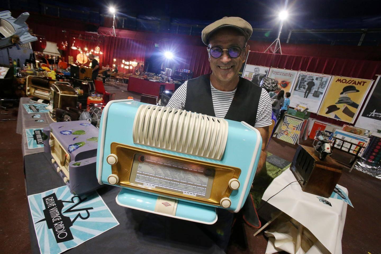 Filip Ruiz et ses postes de radio revisités.