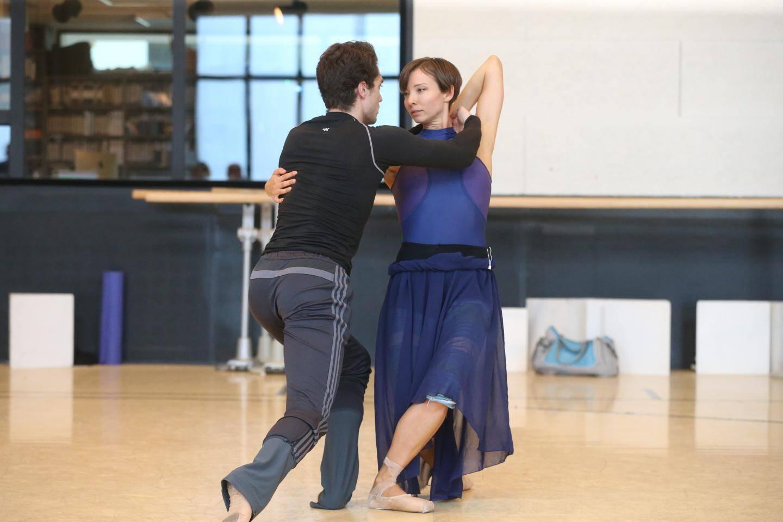Les danseurs Anna Blackwell et Simone Tribuna, hier matin dans les rôles de Swanilda et Franz.
