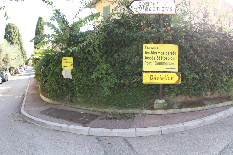 Le centre-ville reste accessible en suivant les panneaux indicateurs à partir de la Traverse de la Ferme de May.